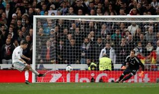 Real Madrid may mắn vào bán kết Champions League