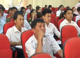 Chợ Lách bồi dưỡng kiến thức về hội nhập kinh tế quốc tế cho công chức, viên chức