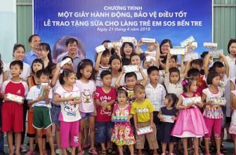 Trao 20 ngàn hộp sữa cho Làng Trẻ em SOS Bến Tre
