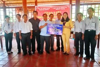 Giồng Trôm bàn giao nhà tình thương và giao lưu chương trình xây dựng nông thôn mới