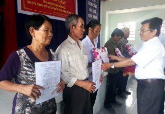 Hội Cựu chiến binh Giồng Trôm trao 5 căn nhà nghĩa tình đồng đội cho hội viên