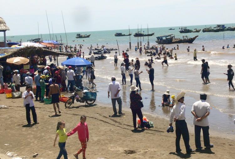 Khai mạc Tuần lễ Văn hóa - Du lịch - Ẩm thực biển Thạnh Phú