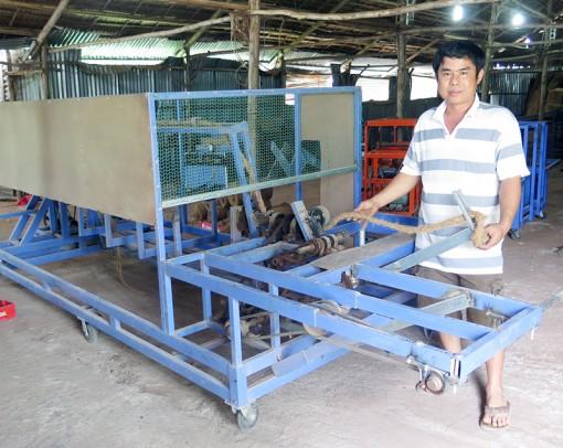 """Kỹ sư """"chân đất"""" Lê Văn Liêm: Chế tạo thành công máy xe thừng không nối"""