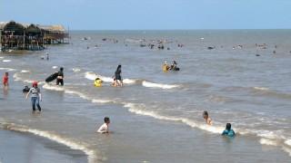 Hơn 52 ngàn lượt du khách đến biển Cồn Bửng Thạnh Phú