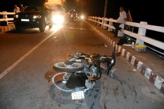 Tai nạn giữa 2 xe mô tô và ô tô làm 1 người chết
