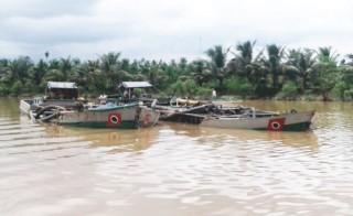 Khai thác cát sông không có giấy phép: Bị phạt 30 triệu đồng và tạm giữ phương tiện
