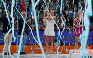 Đánh bại Bertens, Kvitova đi vào lịch sử Madrid mở rộng