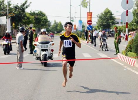 Nguyễn Hồng Tươi đam mê chạy bộ cự ly dài