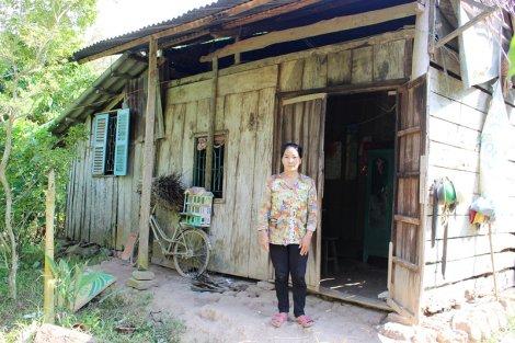 Hộ nghèo nuôi 3 người bệnh