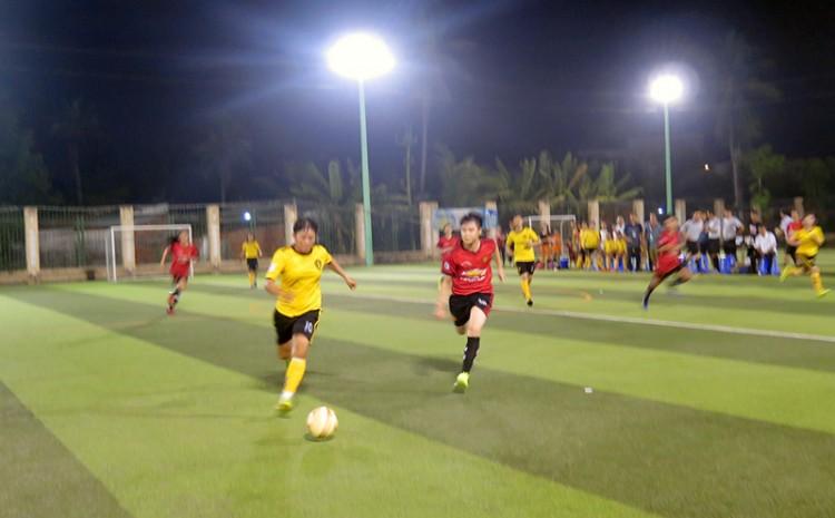 Đội bóng nữ Ba Tri thắng Thạnh Phú 3-1