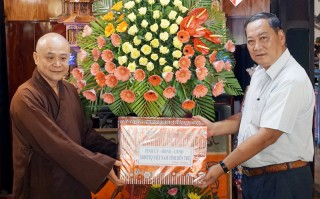 Thăm, chúc mừng các chức sắc Phật giáo trên địa bàn TP. Bến Tre