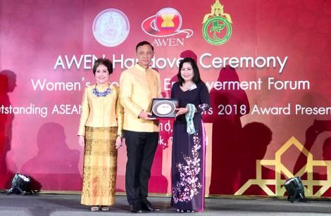 """Nữ Doanh nhân Bến Tre nhận giải thưởng """"Doanh nhân nữ Asean tiêu biểu"""""""