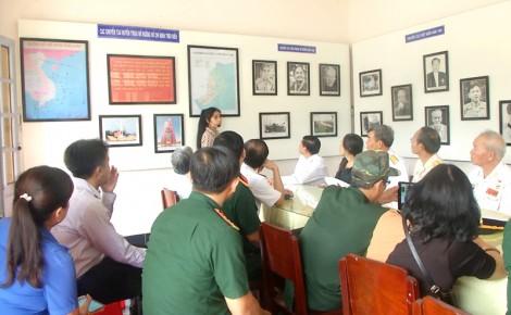 Tham quan Khu di tích Đầu cầu tiếp nhận vũ khí Bắc - Nam tại huyện Thạnh Phú