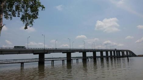 Khẩn cấp khắc phục sụp lún trên đường dẫn vào cầu Cổ Chiên