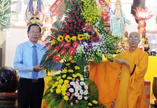 Thường trực Tỉnh ủy chúc mừng Lễ Phật đản 2018