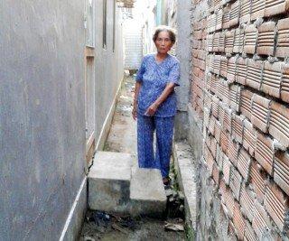 Không tháo dỡ phần nhà đã xây trên đất bãi bồi ven sông thuộc Ấp 3, xã Bình Thắng