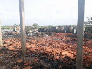 Bình Đại: Hỏa hoạn thêu rụi 1 căn nhà