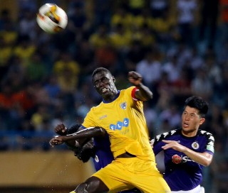 Omar bị phạt 15 triệu đồng và đình chỉ 3 trận
