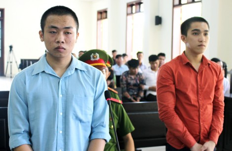Côn đồ giết người, 1 bị cáo lãnh án tù chung thân, 1 bị cáo lãnh án 17 năm tù