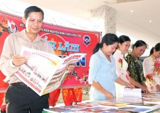 Báo Đồng Khởi đến với tổ nhân dân tự quản