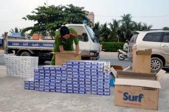 Bắt quả tang đối tượng vận chuyển 2.300 gói thuốc lá nhập lậu