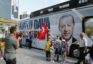 Cử tri Thổ Nhĩ Kỳ đi bỏ phiếu bầu quốc hội và tổng thống nhiệm kỳ mới