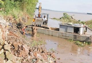 Kịp thời ứng cứu sạt lở ở Mỏ Cày Nam và sông Hàm Luông