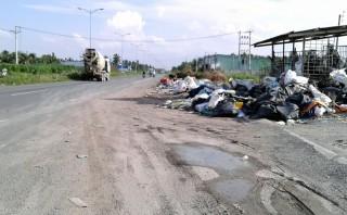 Vựa phế liệu xả rác tràn lan lòng đường