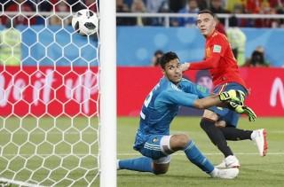 Tây Ban Nha giành ngôi đầu bảng đầy kịch tính từ tay Bồ Đào Nha