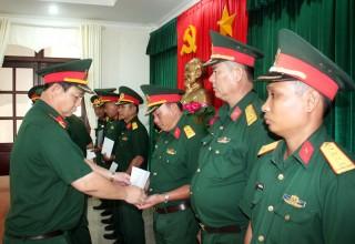 Trao quyết định nghỉ hưu, nâng lương, bổ nhiệm và điều động sĩ quan