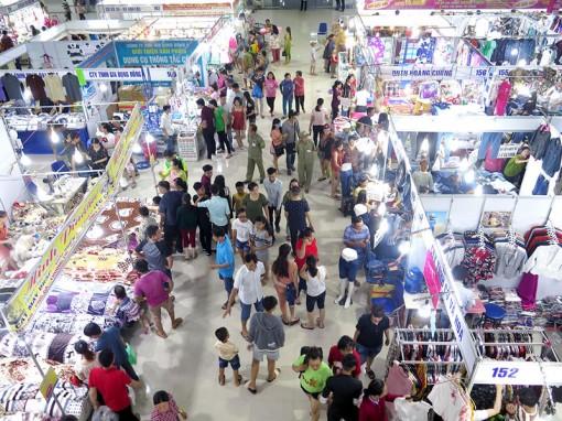 Doanh thu bán hàng tại hội chợ đạt trên 20 tỷ đồng
