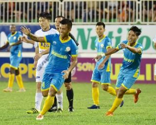 Vòng 18 V-League: Hoàng Anh Gia Lai, CLB TP. Hồ Chí Minh thua đậm
