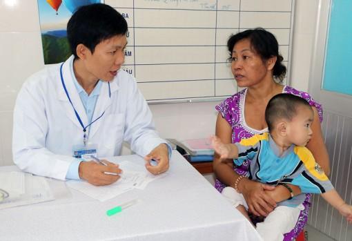 Phòng bệnh ho gà cần tiêm ngừa vắc-xin đúng lịch
