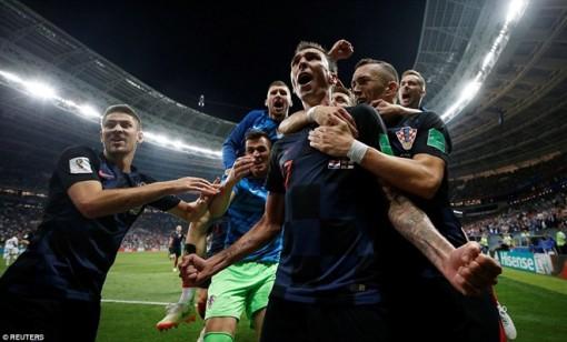 Croatia lội ngược dòng vươn lên thắng Anh 2-1