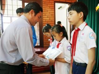 CEP trao 55 suất học bổng cho học sinh nghèo hiếu học