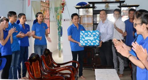 Báo Đồng Khởi thăm chiến sĩ tại mặt trận Thạnh Phú
