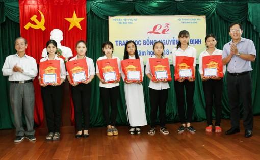 Trao 40 suất học bổng Nguyễn Thị Định