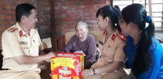 Thăm và tặng quà cho gia đình chính sách, Mẹ Việt Nam anh hùng