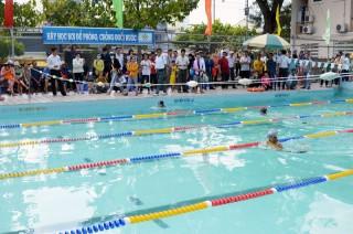 Hơn 100 em thiếu nhi tham gia Giải bơi phổ cập năm 2018