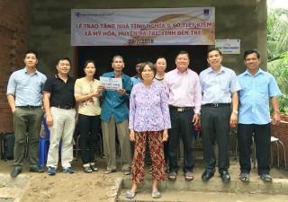 Chủ tịch UBND tỉnh Cao Văn Trọng tặng nhà tình nghĩa ở xã Mỹ Hòa