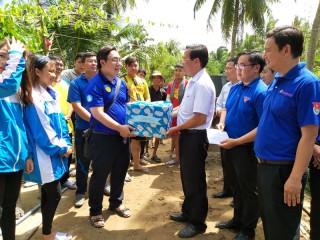 Phó bí thư Thường trực Tỉnh ủy Phan Văn Mãi thăm sinh viên tình nguyện ở xã Tân Trung