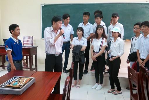 Tăng cường hướng nghiệp cho học sinh