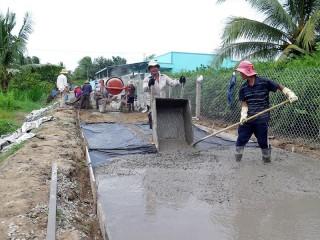 """Tích cực hưởng ứng phong trào """"Nhà nước và nhân dân cùng làm"""" trong xây dựng giao thông nông thôn giai đoạn 2018 - 2020"""