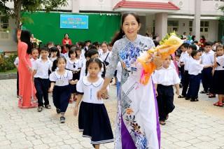 Gần 97 ngàn học sinh tiểu học tựu trường