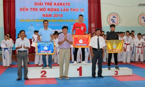 Thạnh Phú hạng nhất toàn đoàn Giải Karate Bến Tre mở rộng