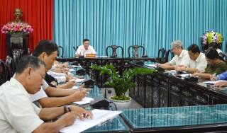 Bí thư Tỉnh ủy Võ Thành Hạo làm việc với cán bộ phụ trách xã, thị trấn của huyện Giồng Trôm