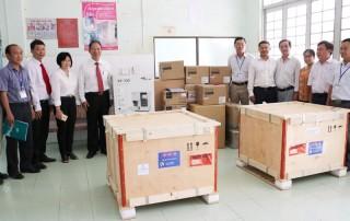 Agribank Bến Tre bàn giao thiết bị y tế tại huyện Giồng Trôm
