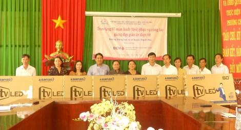 Tặng 7 màn hình tivi cho các Trường THCS tại Thạnh Phú