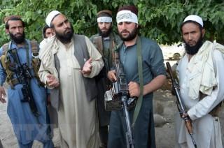 Taliban tấn công doanh trại quân sự Afghanistan, 45 binh sỹ tử vong