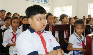 Chính phủ thống nhất chính sách miễn học phí cho học sinh